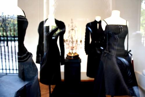 didier ludot palais royal petite robe noire