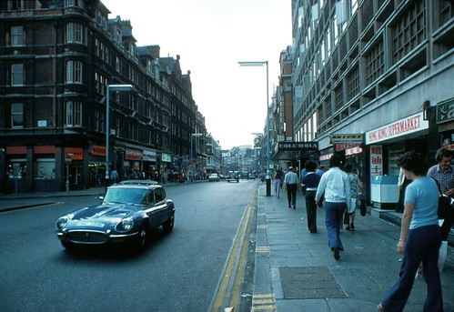 1976 - 11 - London - Shaftsbury Avenue