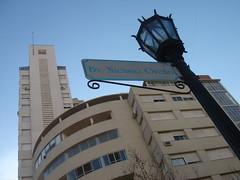 Detrás de los faroles III (Upper Uhs) Tags: city cidade building tower argentina argentine architecture design arquitectura boulevard torre edificio ciudad rosario farol diseño argentinien cittá oroño
