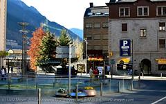 Andorra places: Living in the city (lutzmeyer) Tags: winter people sunrise december leute place platz menschen schild leisure dezember zentrum sonnenaufgang freizeit andorra gents pyrenees pirineos pirineus pyrenäen kongresszentrum hivern lliure andorralavella centredecongressos platzdesvolkes placadelpoble placarebes