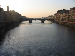 ...the bridge on the sunset... (marisa.gr) Tags: bridge sunset river florence tramonto fiume ponte tuscany florencia firenze arno toscana paesaggi solnedgang toskana coucherdusoleil sonnenuntergag puestadesl