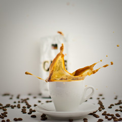 Good Morning & Splash (dongga BS) Tags: coffee kaffee splash spritzen freezingmoments canoneos50d ef50mmf12lusm