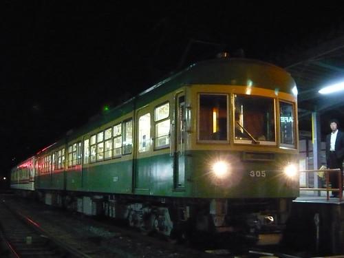江ノ電305F+1501F稲村ヶ崎行き最終電車@長谷