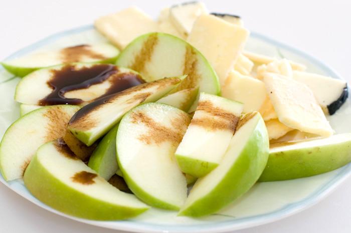 apple_cheese_balsamic.jpg