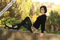ac7dfe5fb61db13a4eaf0b2454118103125541872773991683 (LegLov) Tags: shiny models glossy wetlook leggins calzas