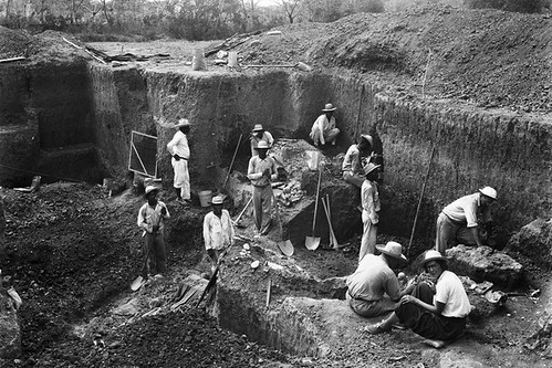 Excavating Burial 11 in Sitio Conte, Panama