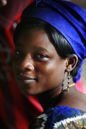 フリー画像| 人物写真| 女性ポートレイト| 黒人女性| 黒人| スカーフ| ブルキナファソ人|     フリー素材|