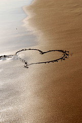 Sand's Hearts / Corazones de Arena (pasotraspaso. Jesus Solana Fine Art Photography) Tags: sea summer love beach hearts photography mar spain sand nikon europe photos amor playa arena verano corazones kartpostal nikond80 pasotraspaso jesussolana