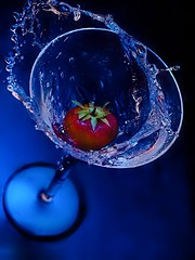 [Darkfield] Strawberry splash (david.kittos) Tags: blue water strawberry martini splash highspeed zd 50mmmacro20 strobist lightscience