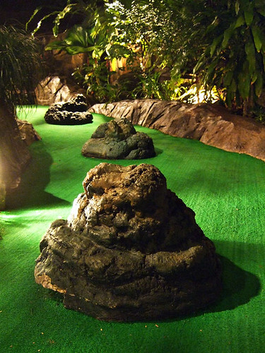 Minigolf dino turd obstacles
