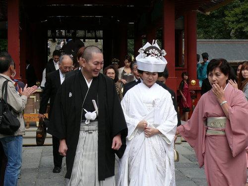 巧遇在神社結婚的夫妻