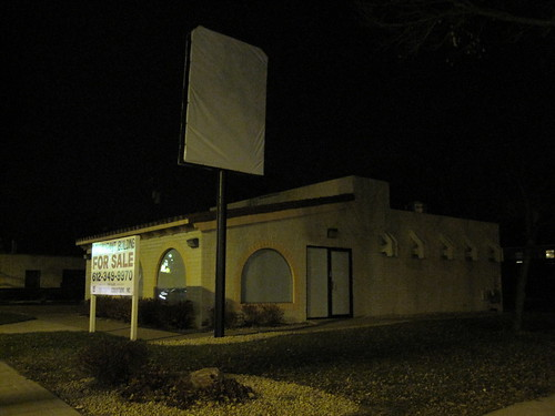 Closed Taco Bell on East Lake St