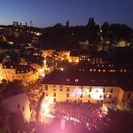Luxembourg: Festival Blues'n Jazz Rallye mi-juillet: vue sur le faubourgs du Grund et le parvis de l'Abbaye de Neumünster
