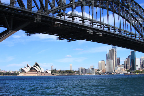 harbour bridge and opera house by lareinalea.