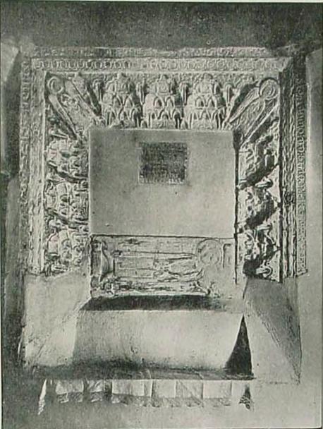 Sepulcro del maestro Juan Pérez, muerto en 1280. Capilla de Belén del Convento de Santa Fe.  Fotografía de 1916