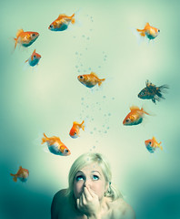 Underneath an imaginary sea (Rachael Ashe) Tags: friends portrait people fish portraits goldfish kay series portraitseries iworkedonthisallday icantdecidewhetherornotilikethebubbles imgoingtostoplookingatitbeforeidrivemyselfcrazy