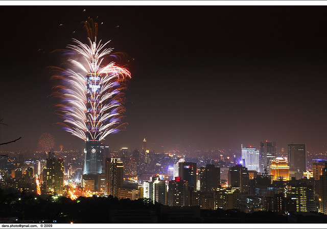 Taipei 101 fireworks at NY2010 台北跨年煙火
