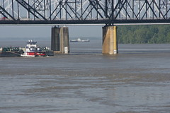 Bridge to river clearance, May 8, 2011 (panoramman) Tags: mississippi mississippiriver vicksburg mississippiflood vicksburgmississippi bridgepiers vicksburgflood greatfloodof2011