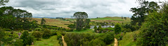 photo - The Shire, Middle-Earth (Jassy-50) Tags: photo hobbiton northisland newzealand theshire lordoftherings lotr thehobbit movieset movie hobbit panorama field shire tree hinuera