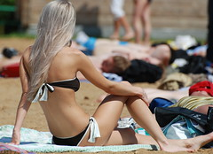! (akk_rus) Tags: city girls people woman beach girl lady pond nikon russia moscow candid moskau moscou      d80 bej nikond80 goldstaraward artisawoman