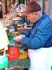 a puliziata ri sardi salati (costagar51) Tags: italy italia folklore sicily palermo sicilia storia tradizioni mercati mercatodelcapo anticando rgsmestieri regionalgeographicsicilia