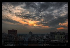 ' gLooMy DhaKa CiTy ' ((_.*`*.ChobiWaLa.*`*._)) Tags: city sky cloud weather skyscape nikon moody gloomy dhaka bangladesh d40 pervez paltan motijheel polton chobiwala ripervez matijheel