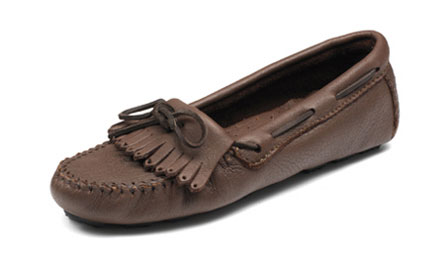 Minnetonka Women's Moosehide driving moc