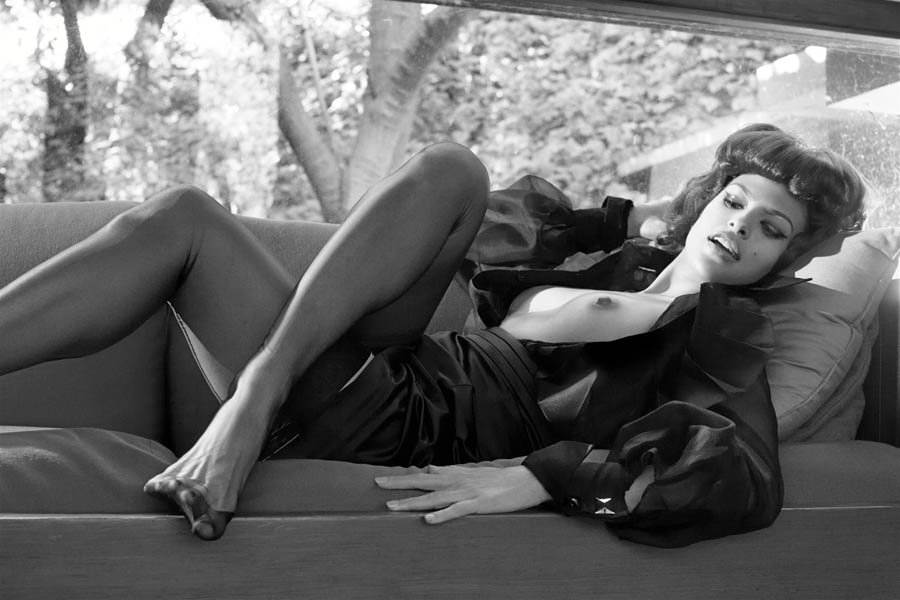 vogue-italia-eva-mendes-foot-fetish3