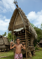 Yam house in Trobriand village - Papua New Guinea (Eric Lafforgue) Tags: pictures photo picture culture tribal papou tribes png tradition tribe papuanewguinea ethnic tribo papu ethnology tribu 巴布亚新几内亚 ethnologie papuaneuguinea papuanuovaguinea パプアニューギニア ethnie papouasienouvelleguinée papuaniugini papoeanieuwguinea papuásianovaguiné papuanyaguinea παπούανέαγουινέα папуановаягвинея papúanuevaguinea 巴布亞紐幾內亞 巴布亚纽几内亚 巴布亞新幾內亞 paapuauusguinea ปาปัวนิวกินี papuanovaguiné papuanováguinea папуановагвинея papuanowagwinea papuanugini papuanyguinea 파푸아뉴기니 png3715 بابواغينياالجديدة