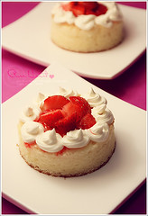 .. ( Explore ) (hana photography ) Tags: pink red cake strawberry sony explore hana bent mohammad     sonydslra200 dslra200 pht hanabentmohammad