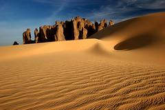 Opposites Attract (hapulcu) Tags: sahara algeria desert algerie argelia tamanrasset coth topseven tinakacheker absolutelystunningscapes coth5 virgiliocompany