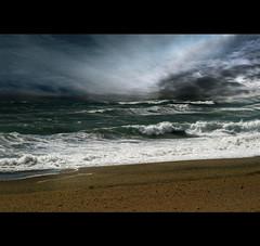 respira el agua // breathe water (Opera.Pink - d s g n) Tags: mar agua playa viento arena cielo nubes olas 2009 diciembre yoesquesoymfolclrica mepierdeunflamenquito