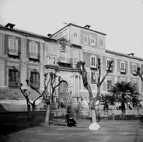 Palacio Arzobispal y Plaza del Ayuntamiento de Toledo a finales del siglo XIX. Fotografía de Alexander Lamont Henderson