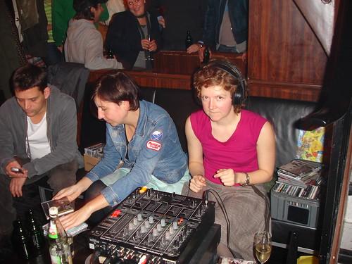 DJanes Zimlich und Eichler im Café International Dezember 2005 --- zimlich-eichler07624