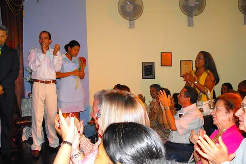 Artistas y público en el aplauso final