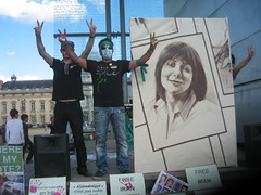 IMG_2447 (nathalto) Tags: paris france hope freedom democracy support iran eiffeltower protest anger solidarity libert toureiffel 75007 iranian dictator vote elections champsdemars manif manifestation lections neda trocadro murdelapaix droitsdelhomme iranelection banderole mobilisation rassemblement dmocratie islamicrepublicofiran humainsassociesorg leshumainsassocis gr88 greenscroll leshumains whereismyvote iranrallies pariseffeltower united4iran 25juillet2009 parcheminvert globaldayforiran journemondialedactionpourliran ptitiongant largestpetition