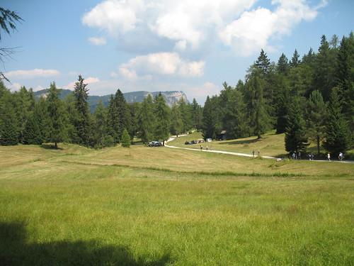 Der Weg vom Mendelpass in Richtung Süden zu den bewirtschafteten Hütten und dem Roen