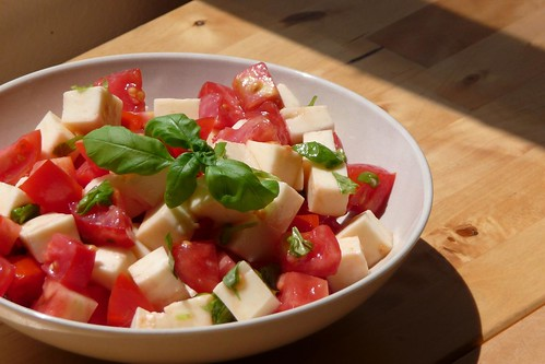 Fast and easy caprese salad
