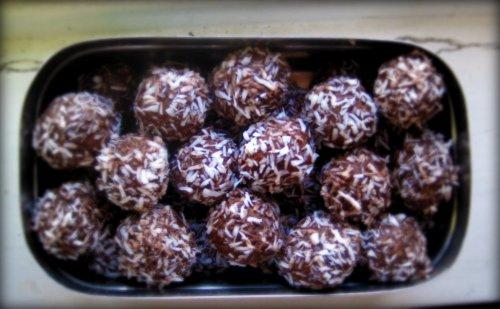 Bumsbollar med mandel och coklad