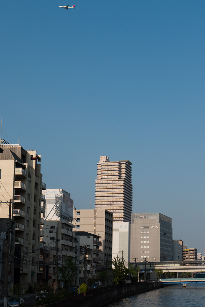 JAL's airplane flies over Osaka City