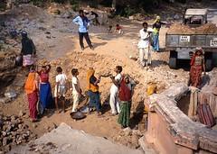 India.   .1991. Grupo de trabajadores. Analgica Nikon D70. Explore 10 Noviembre 2009 (Cesar C