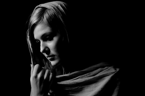 フリー画像| 人物写真| 女性ポートレイト| モノクロ写真| スカーフ| モノクロ写真|      フリー素材|