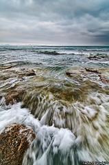 Ufff que cielo mas feo se esta poniendo (Carlos J. Teruel) Tags: espaa mar nikon paisaje alicante 2009 torrevieja d300 singhray tokina1116 xaviersam