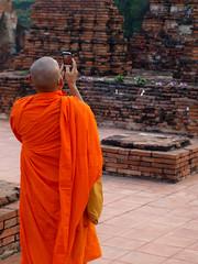 Picture that (SebastienMaleville) Tags: orange temple photo solitude robe monk ruine zen safran bouddhisme colonnes marcher moine