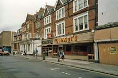 Tomassi`s,Southend-on-Sea. Sep 1985 (piktaker) Tags: uk restaurant essex southend southendhighstreet southendonsea cotgrove tomassis