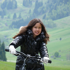 Samantha is feeling right at home on her mountain bike (Bn) Tags: panorama mountain snow alps salzburg nature bike race geotagged cycling austria goldberg topf50 tour mountainbike glacier alpine valley cycle biking gradient pedals mountainbiking impressive gravel bycicle radweg ascending rauris decending unspoilt 50faves cyclepaths kolmsaigurn hohetauernnationalpark rauristal ritterkopf geo:lon=12973818 geo:lat=47136483 raurisvalley rauriskolmsaigurn 3006m