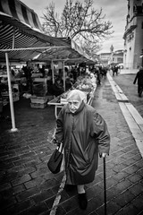 LEICA Q (Nicolas LANDRA) Tags: leica q summilux 28mm 17 street shooting nice france carnaval freelance fix focal candid