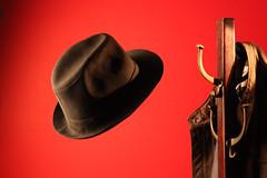 On the air/Al aire (Refocilador) Tags: red hat flying rojo negro jacket sombrero chaqueta volador perchero chamarra