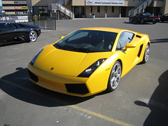 yellow lamborghini gallardo