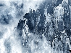Misty Mountain, Huangshan, China (hk_traveller) Tags: china bw white mountain black misty canon painting photo turbo g1   huangshan canong1  turbophoto